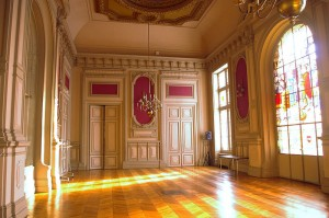 800px-Salle-des-fêtes-hôtel-de-ville-de-Poitiers